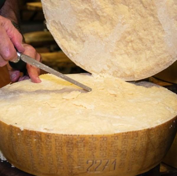Immagine di Parmigiano Reggiano DOP - 1 Kg - 24 Mesi